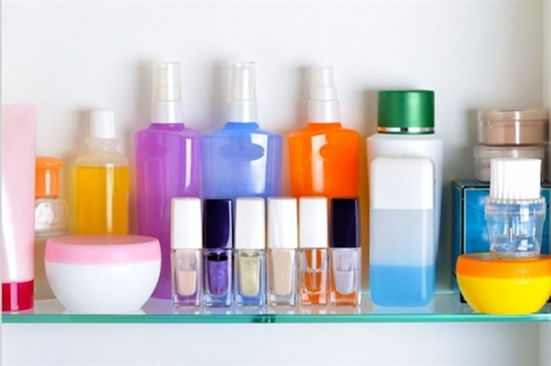 Làm dụng mỹ phẩm là điều tuyệt đối nên tránh nếu muốn da đẹp