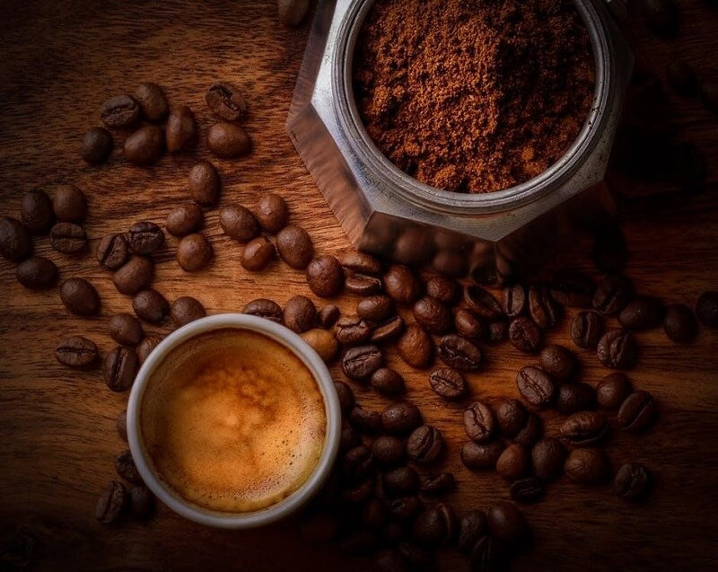 Thói quen uống cà phê buổi tối rất dễ khiến bạn tăng cân