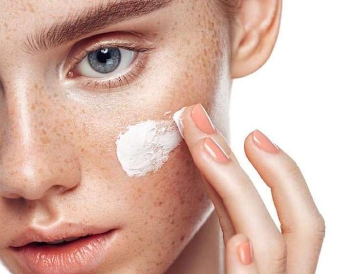 Làm sao để hết tàn nhang trên mặt?